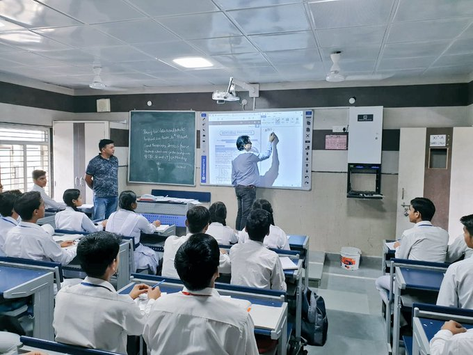 Smart Classrooms at Sarvodya Vidyalaya, Rohini Sector - 3 | Picture Credit : Delhi Government School Pictures, 2019 (Twitter : @DelhiGovtSchool)